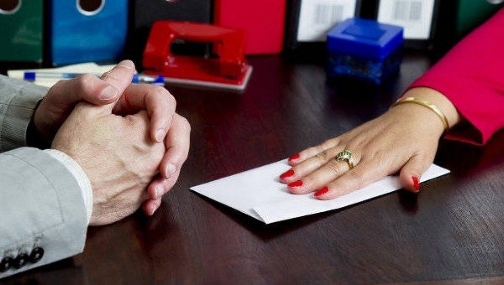 «Требовала 22,5 тыс. гривен»: Чиновница из налоговой погорела на крупной взятке