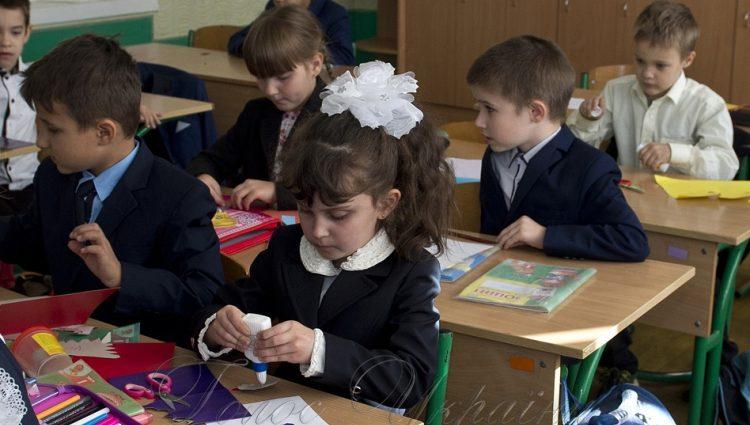 В школу по прописке: Как происходят нововведения для школьников, и как этим пользуются мошенники