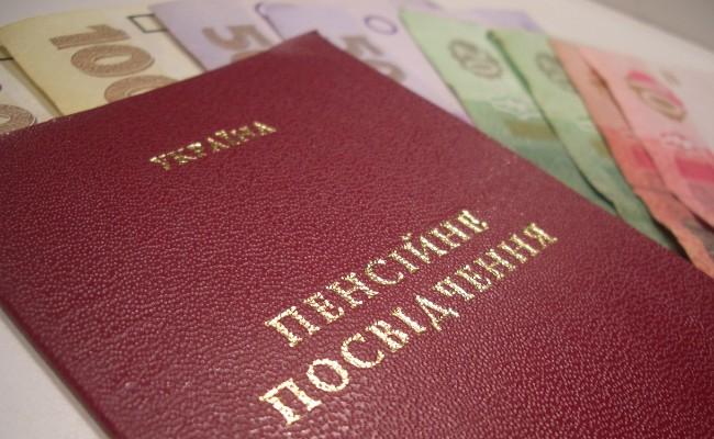 Пенсии в Украине: кто получит надбавки за апрель и что делать тем, кому не пришли деньги