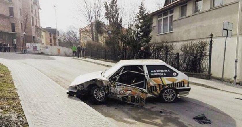 Участник автогонок не справился с управлением и сбил зрителя