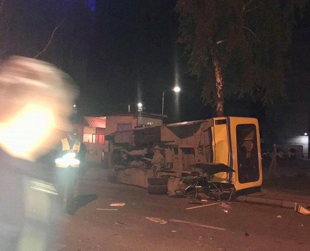 «Успел увидеть только как сверкнули фары …»: Во Львове произошла смертельная ДТП. Lexus на скорости влетел в маршрутку