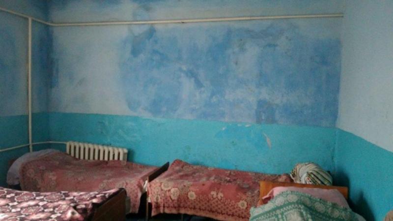 Без нижнего белья и в собственных испражнениях: Снимки украинской психиатрической больницы шокировали Сеть