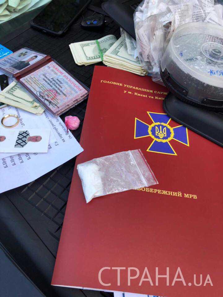 Нашли кокаин и 50 тыс. долл.: Назвали имя задержанного на взятке важного СБУшника