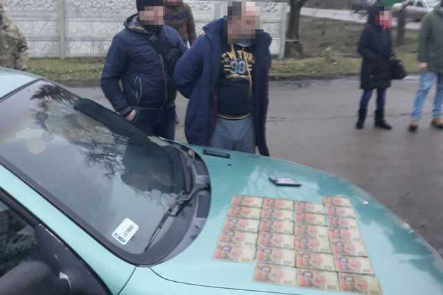 «Оборотни в погонах»: Двух полицейских разоблачено на взятке