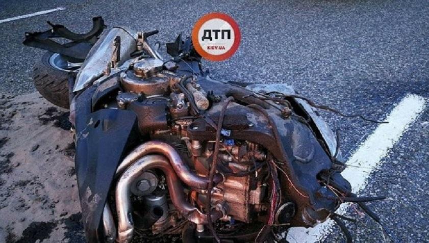 Жуткое ДТП под Киевом: Мотоцикл разорвало на части