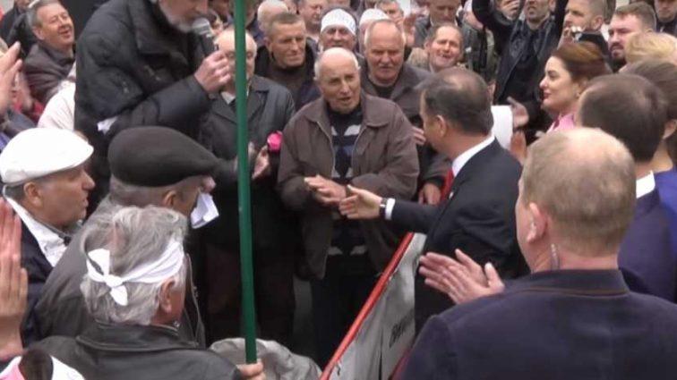 «Ляшко — в Президенты!»: Как встречали митингующие под парламентом лидера Радикальной партии