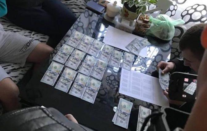 «Взяли 10 тысяч долларов за обещание…»: Киевскому судье объявили о подозрении