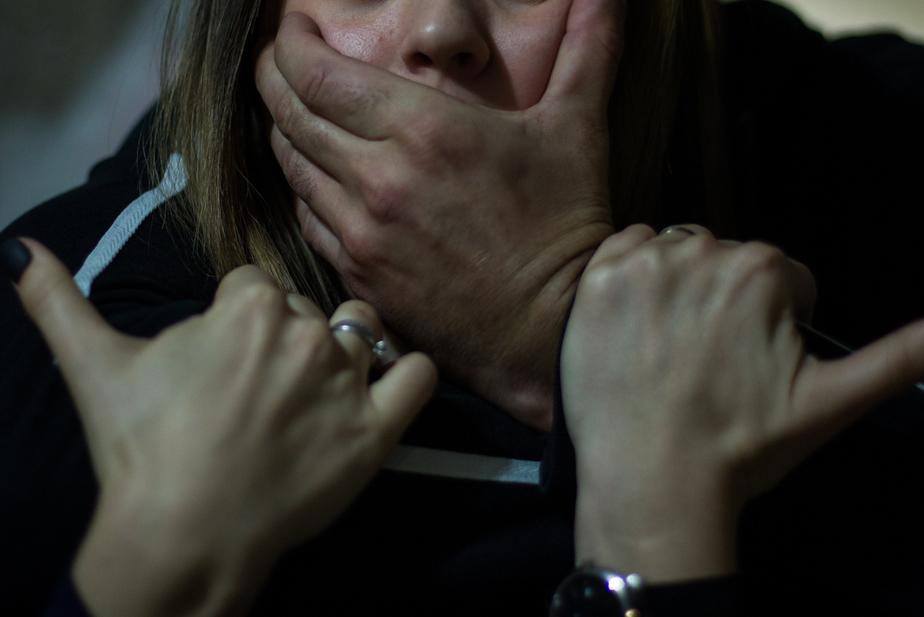 Привязал 17-ти летнюю девочку к кровати изнасиловал, а затем держал ее как домашнее животное, пока она…