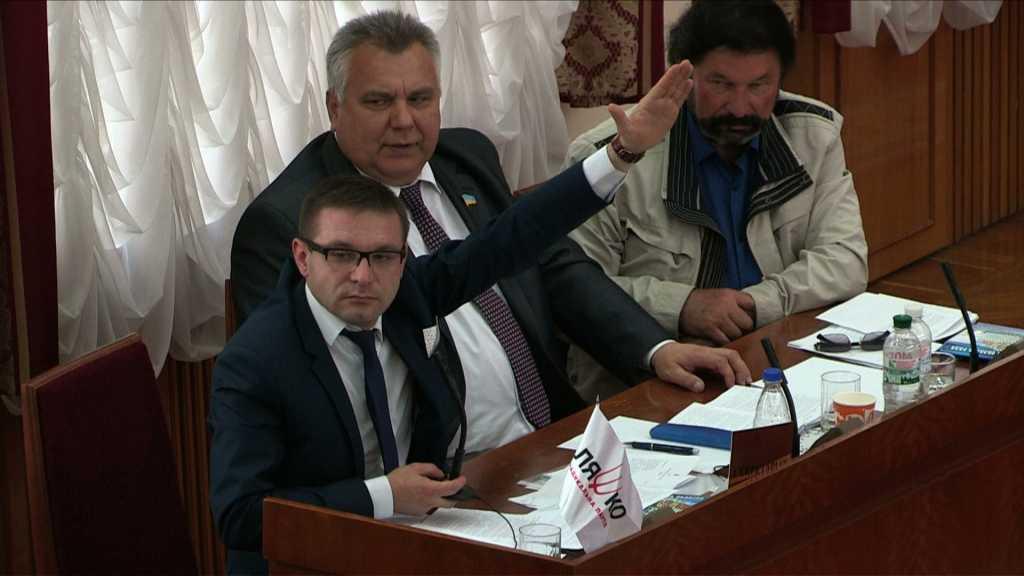 «Ну вот, как можно быть таким к*нченым»: Украинцы набросились на депутата радикала, который обманул детей