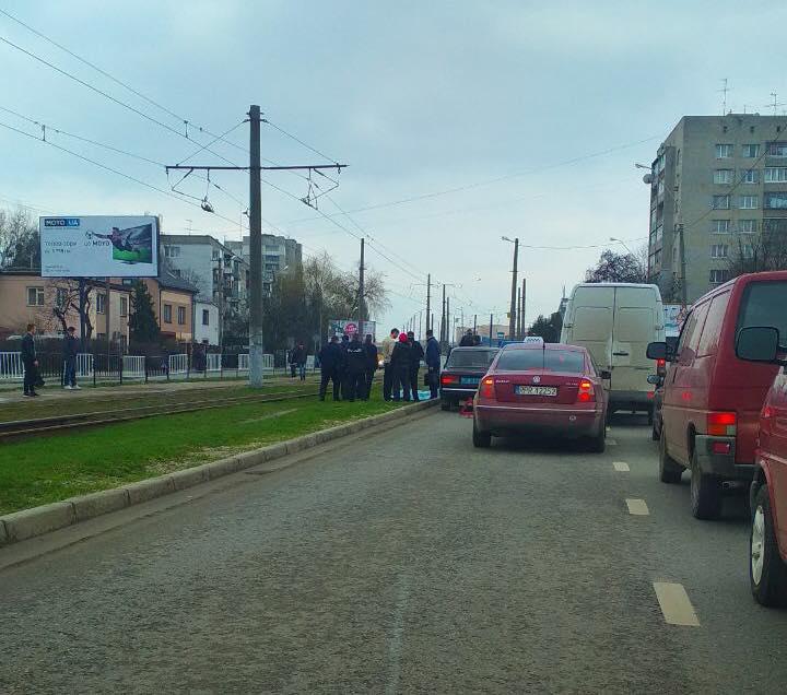 «Остановился, вышел из машины и умер»: Во Львове посреди города произошла трагедия