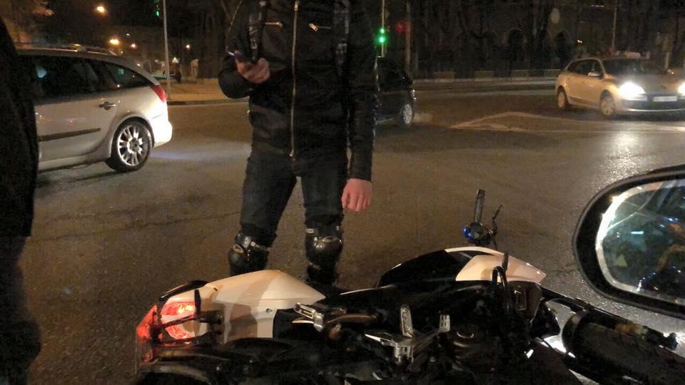 Прямо в центре Львова: автомобиль на польских бляхах сбил мотоциклиста