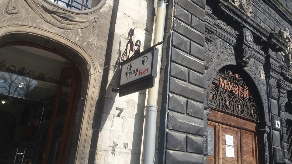 «Нагло говорила по-русски, делая вид, что не понимает»: В Сети возмущены поведением продавца в центре Львова