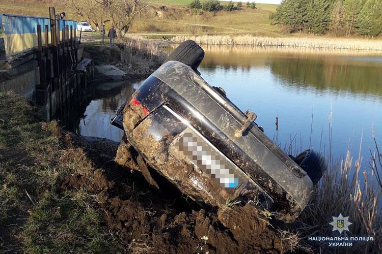 «Слетел с дороги и перевернулся, въехав в пруд»: В Пасхальную ночь в страшной аварии погибли трое молодых людей