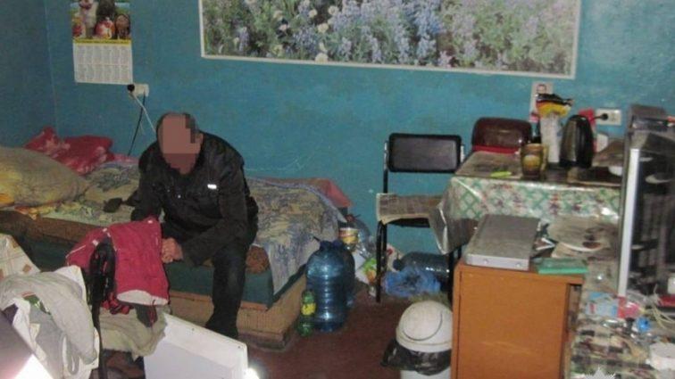 «Пригласил их домой и предлагал им раздеться»: Полицейские задержали мужчину, который издевался над малолетними детьми