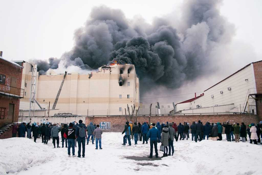«Мы уже 20 минут умираем»: Появились жуткие аудио с мольбами о помощи жертв пожара в Кемерово