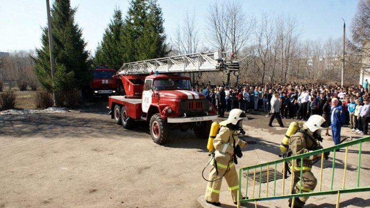 Здание заполнил газ: Из школы в Виннице эвакуировали сотни детей. Известны подробности ЧП