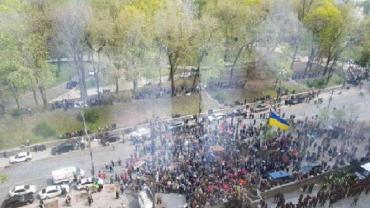 Силовики попытались взять Кабмин штурмом: Что происходит под зданием правительства (ВИДЕО)
