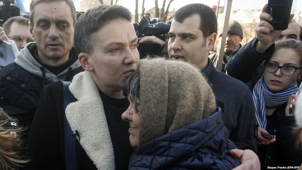 «Вынесли из дома…»: Мать Савченко откровенно рассказала, что нашли в квартире Надежды правоохранители
