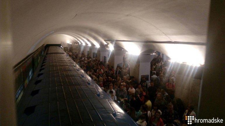 «Все в дыму, невозможно дышать»: В Киевском метро произошло ЧП