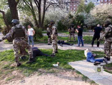 Требовали 20 тысяч долларов: Во Львове задержали группу вымогателей