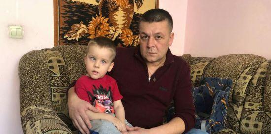 И-за непрофессиональных действий врачей мальчик стал инвалидом и потерял маму: Помогите Михайлику встать на ноги
