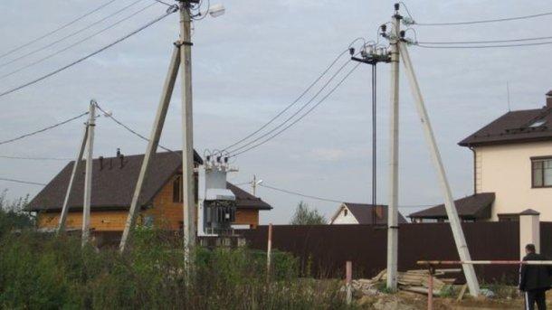 «Ударился и повис вниз головой на большой высоте»: Житель Львовщины сорвался с электростолбы