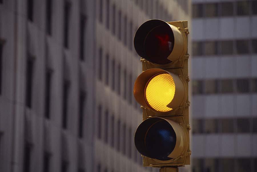 «Должен быть только красный и зеленый»: Желтый сигнал светофора могут убрать
