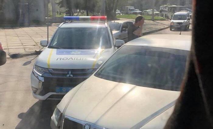 Полицейский не предоставил преимущества другому водителю и протаранил гражданскую машину