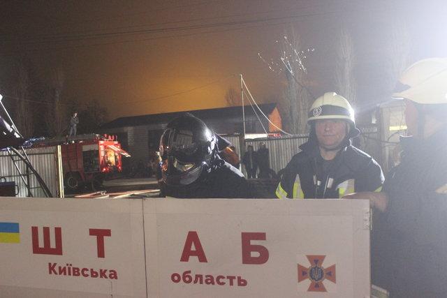 «Эвакуировали более 60 человек»: На Киевщине сгорело общежитие