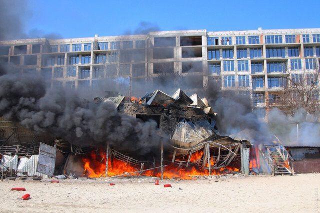 Одесса в дыму: На одном из пляжей вспыхнул ресторан