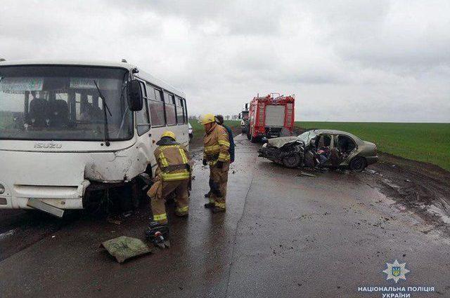 Столкнулись автобус и легковушка: В результате ДТП есть жертвы