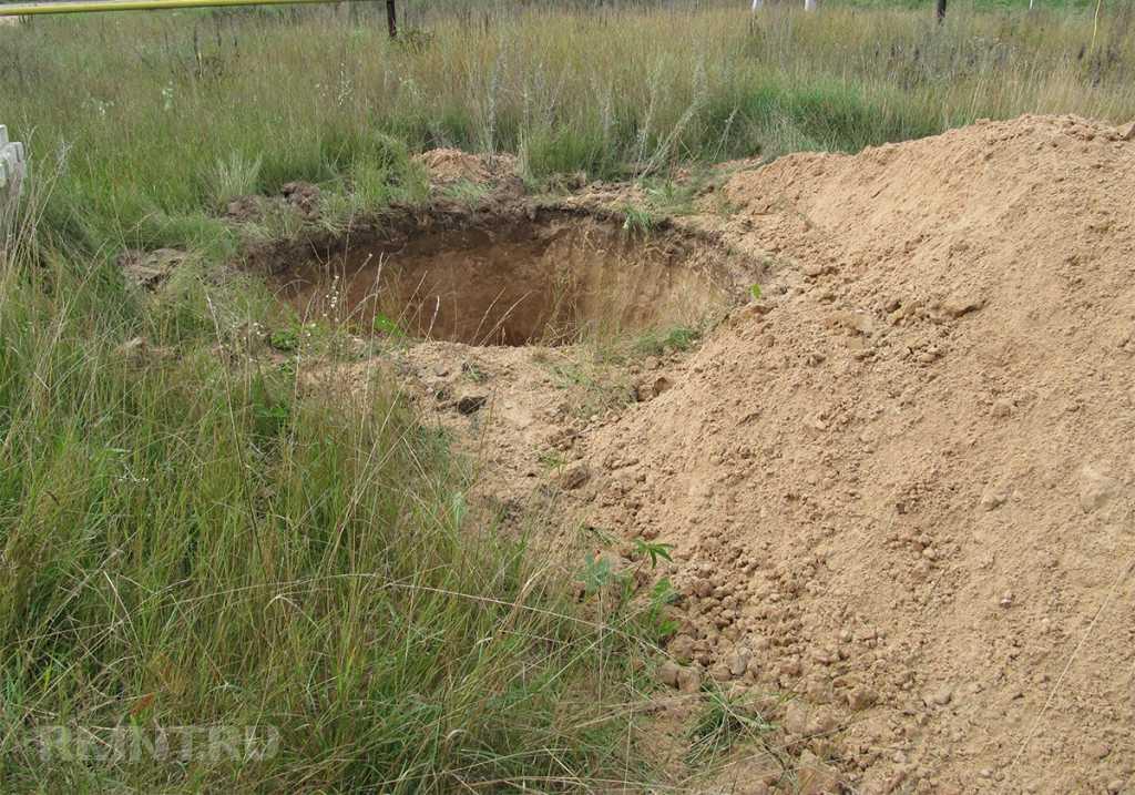 Ужасная смерть: Девочка и ее подруга упали в выгребную яму