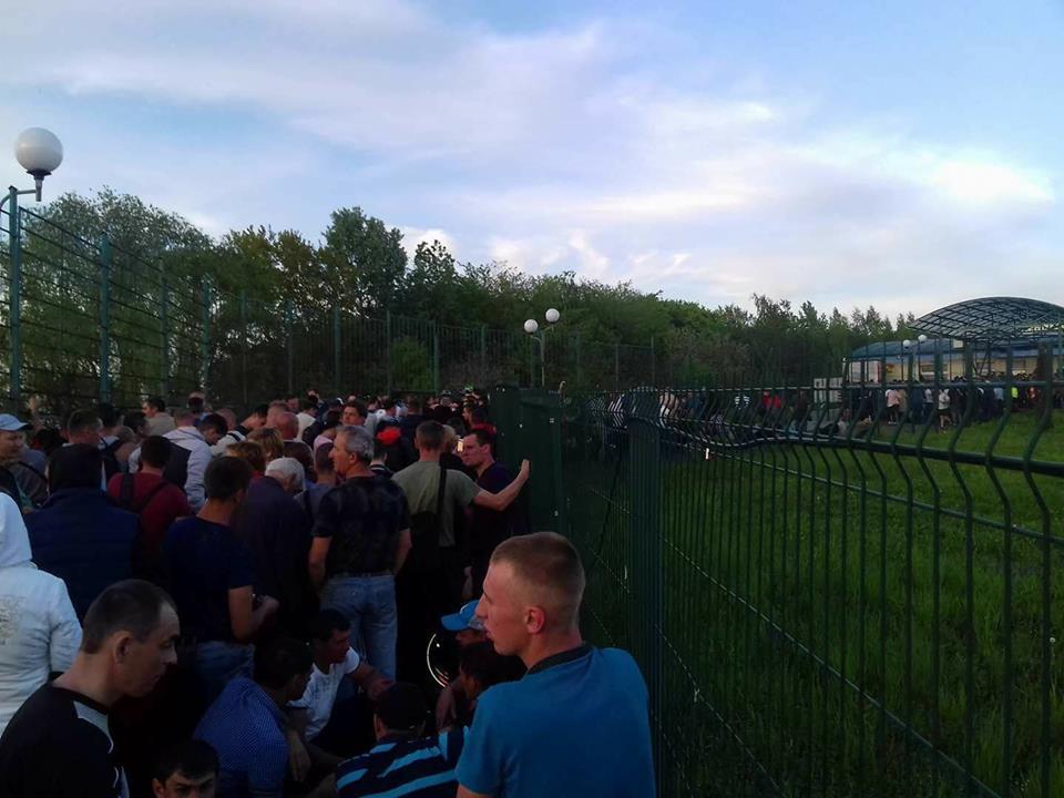 «Не выдерживают нервы: доходит до драк»: Сотни украинцев застряли на границе с Польшой