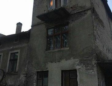 «В квартире ужасная антисанитария, а ребенок один на окне»: Во Львове патрульные спасали 5-летнего ребенка