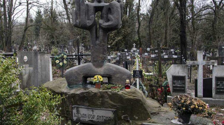 «Погребение умерших в парках, лесах и скверах …»: В Кабмине рассказали о новом законопроекте