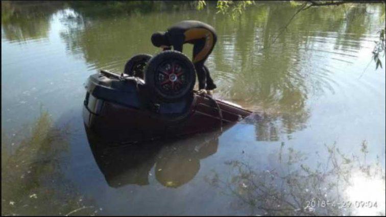 «На полном ходу слетел с дороги в озеро»: Ужасное ДТП унесло жизни молодой женщины