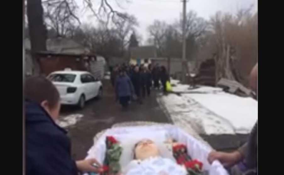 «Не дожила до своего совершеннолетия»: Молодая девушка умерла, не дождавшись разрешения Минздрава на лечение