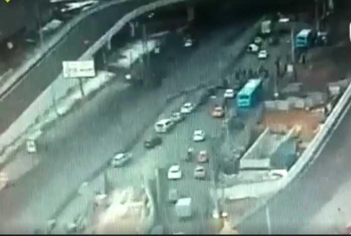 «Момент ДТП попал на камеру …»: Авто снесло остановку на которой были люди