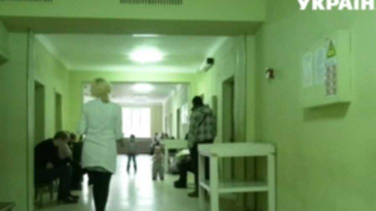 На больничных койках оказались сразу восемь человек: на Прикарпатье произошло массовое отравление