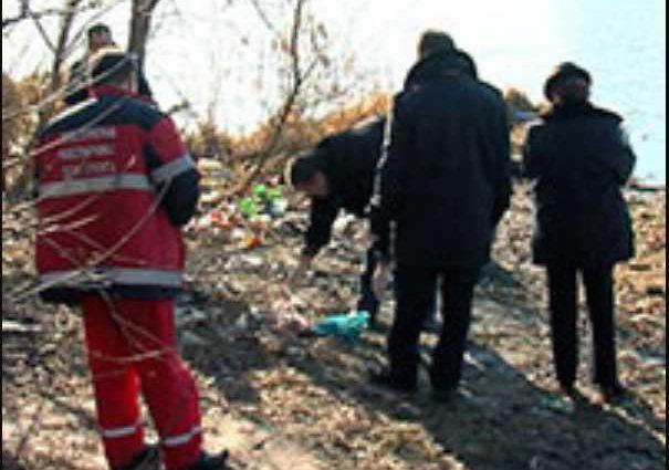 Тело пролежало в воде двое суток: Местные жители обнаружили пакет с трупом новорожденного ребенка