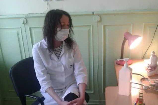 «Выставляла за день рождения ребенка…»: Родители возмущены поведением пьяного врача-педиатра