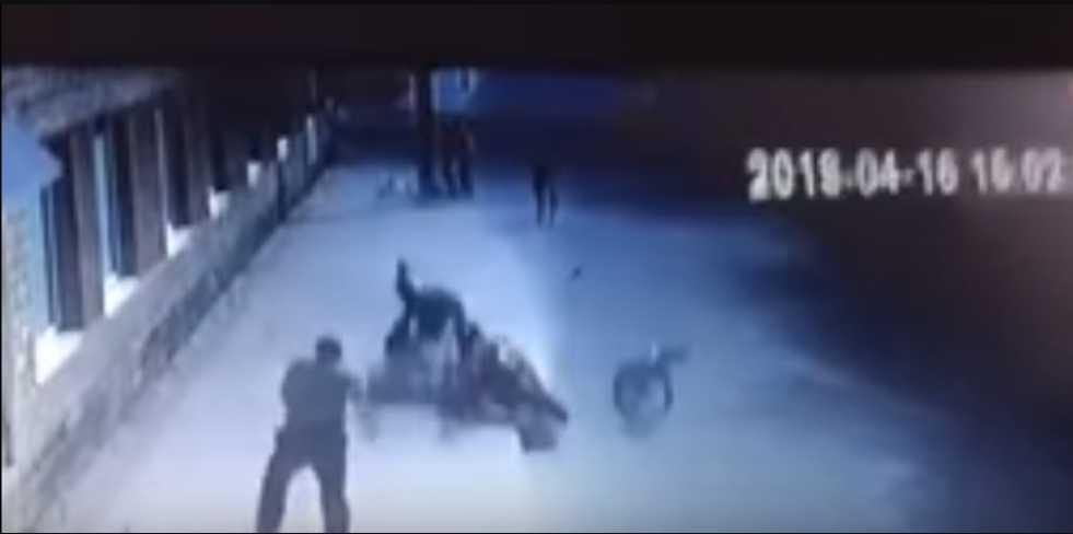 На Львовщине мотоциклист влетел в толпу: Обнародовано видео и фото ДТП