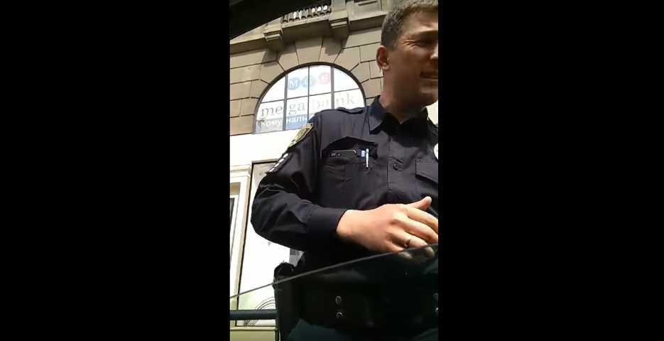 «Какой бычара !!! А, вот инспектор …»: Сеть возмутило поведение наглого водителя во Львове