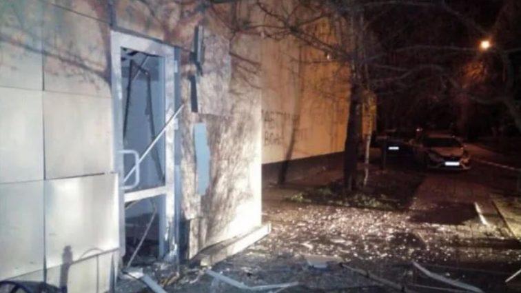 Взрыв прогремел посреди ночи: Следователи выясняют причину