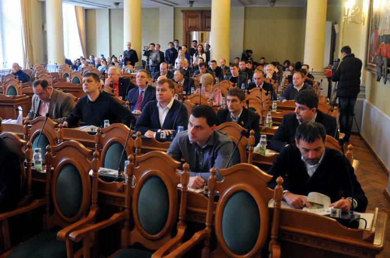 «Просто ручкой машут или …»: Фото скандальной депутатки вызвало обсуждение в Сети