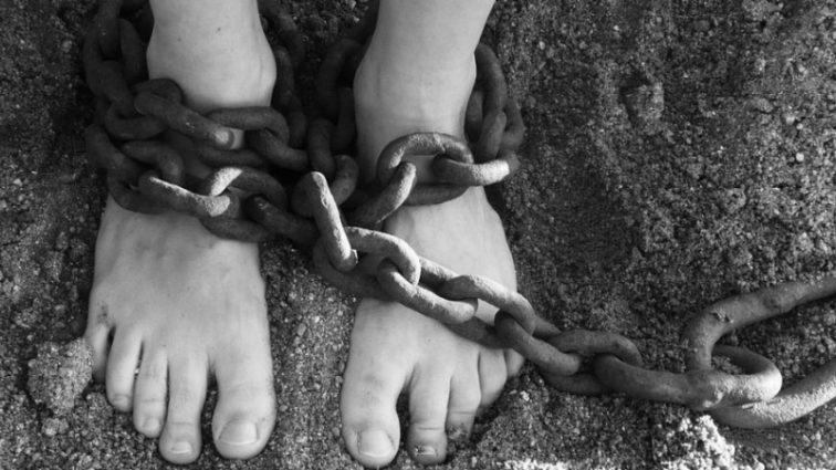 «Били и оказывали психологическое давление»: Сын экс-президента 16 лет держал женщину в рабстве