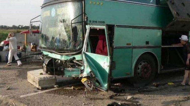 Переполненный туристический автобус попал в жуткую ДТП. Есть погибшие