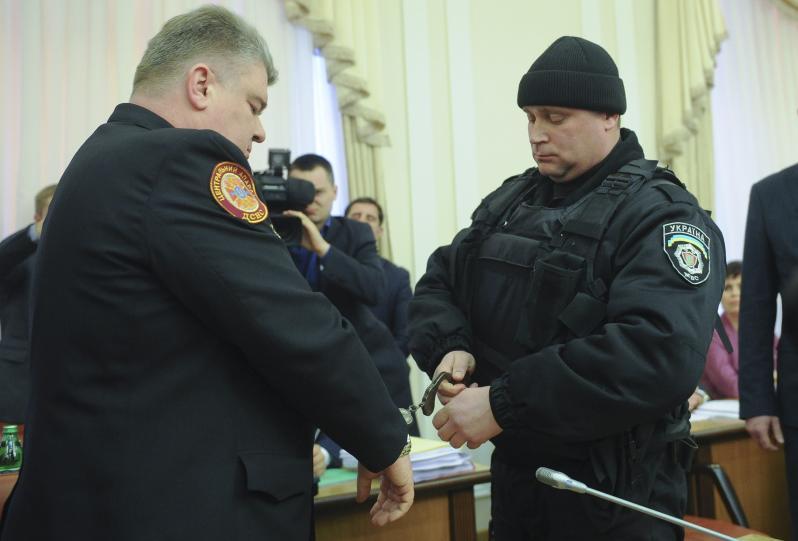 Арестованного в прямом эфире одиозного госчиновника восстановлен в должности
