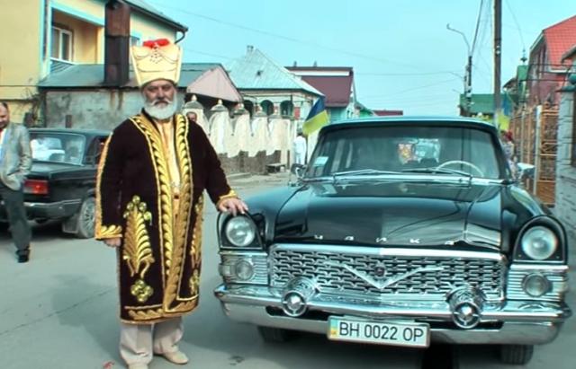 «Около 400 гостей, а сам одет в позолоту»: Сеть поразило масштабы празднования 60-летия цыганского барона из Закарпатья