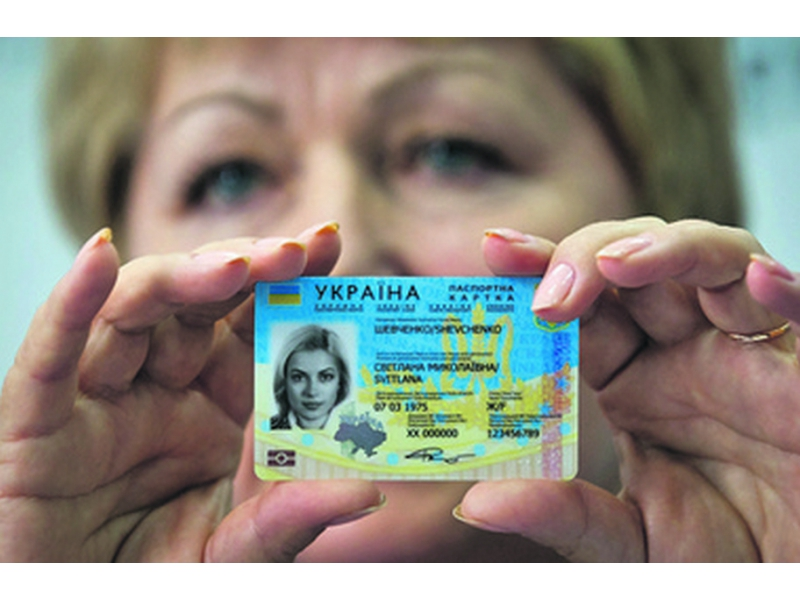 Бумажный паспорт безвозвратно уходит из обращения: В Украине запретили отказываться от id-карт